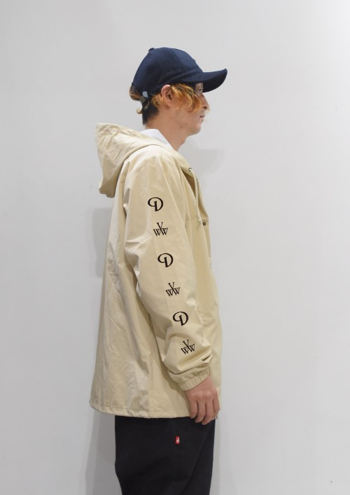 coatch_jacket_beige_side.jpg