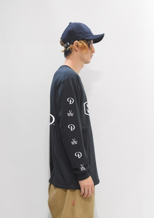 longsleevetee_black_side1.jpg